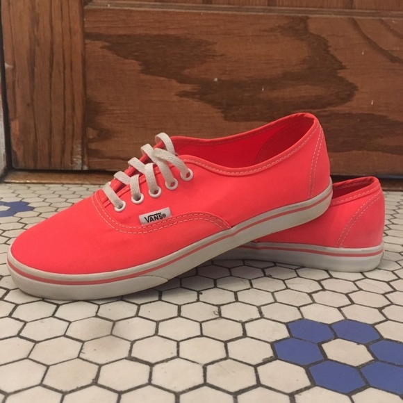 50221ebf21 Vans Neon Pink Coral Lo Pro Skate Shoe. M 5b79efe461974529f5d35ce4